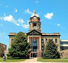 Brown county south dakota courthouse aberdeen.jpg