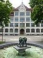 Brunnen Skulptur, Zwei Ringende Knaben, von Urban Blank (1922) Bildhauer, Allee Schulhaus, Wil, St.Gallen.jpg