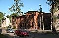 Budynek sztabowy koszar Funka w porannym słońcu.jpg