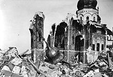 http://upload.wikimedia.org/wikipedia/commons/thumb/d/d0/Bundesarchiv_Bild_146-2005-0070%2C_Kiew%2C_Lavra-Kloster%2C_Ruine_Uspenski-Kathedrale.jpg/220px-Bundesarchiv_Bild_146-2005-0070%2C_Kiew%2C_Lavra-Kloster%2C_Ruine_Uspenski-Kathedrale.jpg