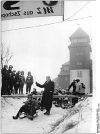 Bundesarchiv Bild 183-89506-0001, Fichtelbergrennen, Tobogganing, Start.jpg