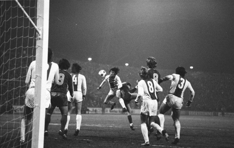 Bundesarchiv Bild 183-N1108-304, Fußball-Europapokalspiel, Magdeburg - München
