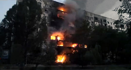 Burning block of flats in Shakhtarsk, 3 August 2014 Burning apartment building in Shahtersk, August 3, 2014.jpg