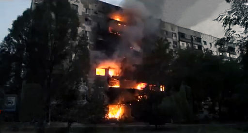 Burning apartment building in Shahtersk, August 3, 2014