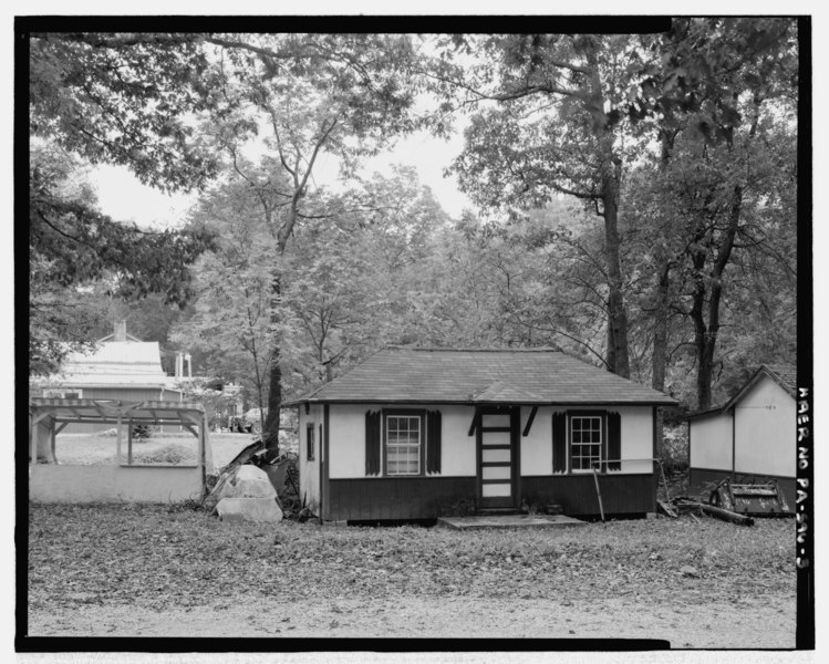 File:Cabin panorama. Looking E. Abuts -4. - Colonel's Creek Campground, 7000 Chambersburg Road, Fayetteville, Franklin County, PA HAER PA-596-3.tif
