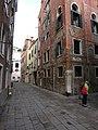 Calle Berlendis, Cannaregio, Venezia, Italy - panoramio (248).jpg
