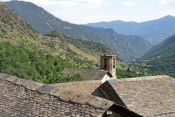 Campanar de l'església de Sant Jaume a Estaon de la comarca del Pallars Sobirà.jpg