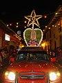 Carro adornado con corona.jpg