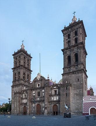 Puebla Cathedral - Image: Catedral de Puebla, México, 2013 10 11, DD 06