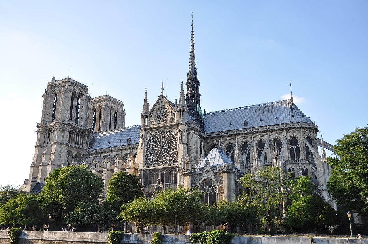 Cathédrale Notre-Dame de Paris, 3 June 2010.jpg