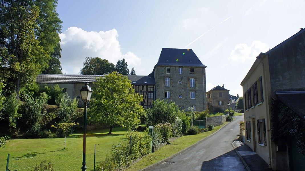 Vue du Château, ancienne fabrique_depuis_le_pont.