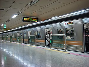 Seoul Subway Line 6 - Image: Changsinsta 08