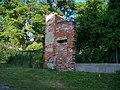 Chvaly, Stoliňská 19, bývalá brána.jpg