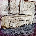 Colonna con agnello via Diaz-Verona.jpg