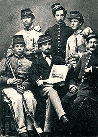 Oficiales y soldados del batallón colorados de Bolivia durante la Guerra del  Pacífico. 4c8820e962cb4