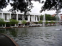 Cooper Library and reflecting pond 2006.jpg