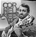 Cornelis Vreeswijk gaat zingen voor TV in eigen show (beroemd in Zweden), Bestanddeelnr 918-7635.jpg