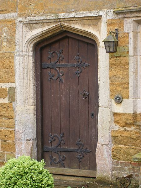 File:Coton Manor -Northamptonshire -old door-27May2008.jpg