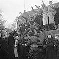 De Britse bevrijders van de Guard Armoured Division worden toegejuicht, Bestanddeelnr 900-2368.jpg