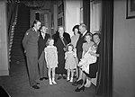 De Canadese premier Mackenzie King temidden van de Koninklijke Familie, Bestanddeelnr 902-4508.jpg