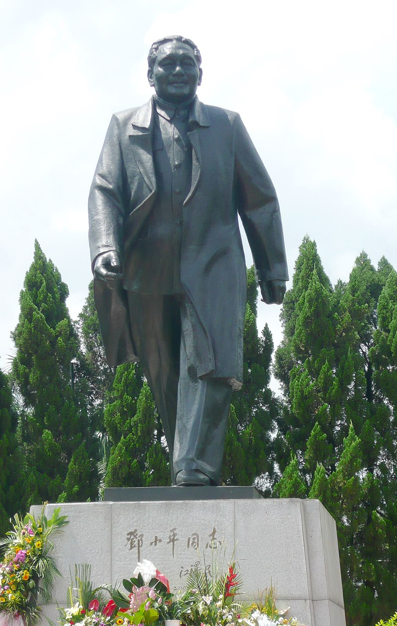 Deng Xiaoping statue in Shenzhen.JPG