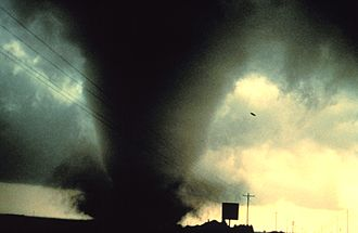 Geography of the United States - A powerful tornado near Dimmitt, Texas on June 2, 1995.