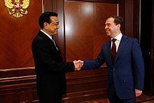 Li in un incontro ufficiale a Mosca con Dimitri Medvedev nell'aprile 2012
