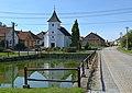Dobrá Voda (okres Žďár nad Sázavou) - náves s kaplí a nádrží obr01.jpg