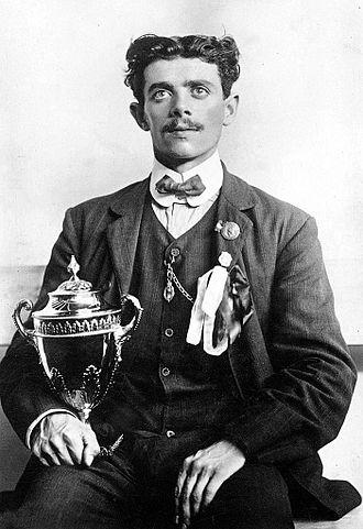 Dorando Pietri - Pietri holding the gilded silver cup from Queen Alexandra in 1908