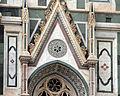 Duomo di firenze, medaglioni intarsiati in marmi policromi nei timpani delle finestre sui fianchi 02.JPG