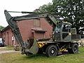 Dutch army International excavator, Geniemuseum Vught, photo 1.JPG