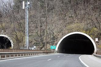 Hemus motorway - Image: Echemishka Tunnel