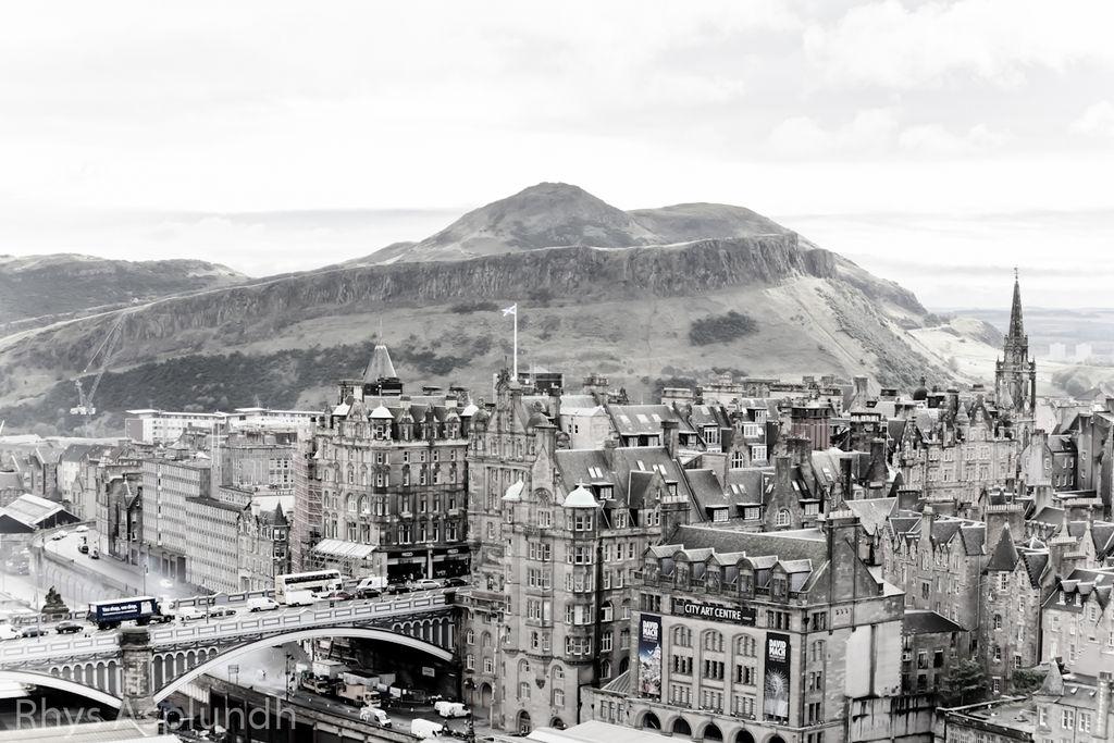 Edimbourg sur fond de la colline d'Arthur Seat's - Photo de Rhys A