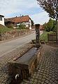 Erlenbach bei Dahn-Brunnen bei Hauptstrasse 44-03-gje.jpg