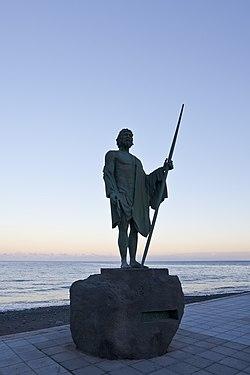 Escultura al Mencey Adjona, Candelaria, Tenerife, España, 2012-12-12, DD 01.jpg