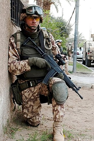 IMI Galil - An Estonian soldier on patrol in March 2005, during the Iraq War, with a compact Galil SAR in 5.56×45mm.