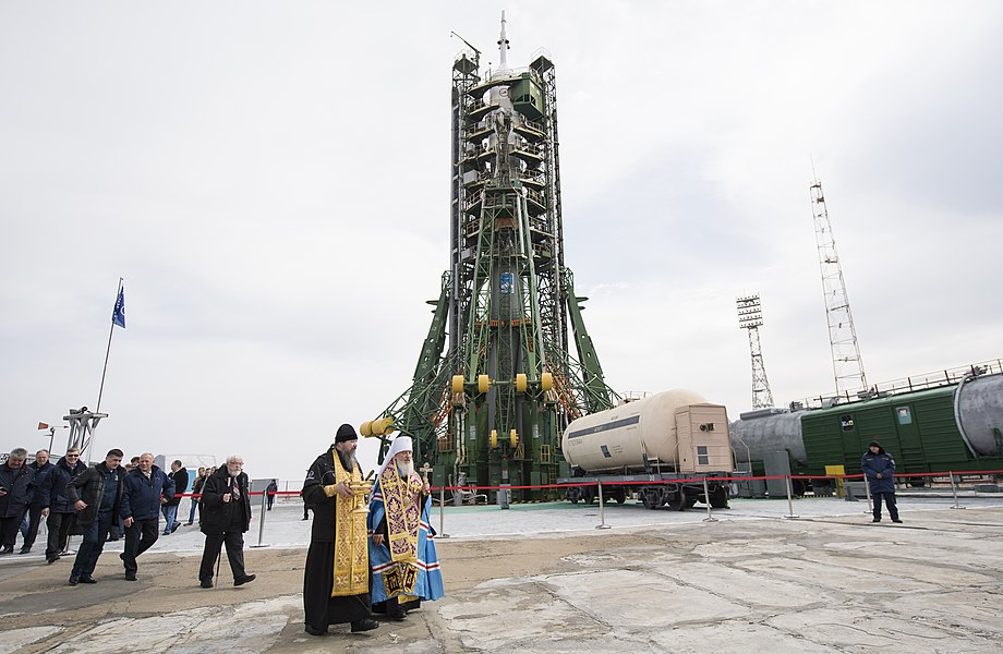 Expedition 55 Soyuz Blessing (NHQ201803200001).jpg