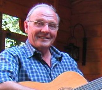 Veluws dialect - Frans Nieuwenhuis (born 1936) sings in Veluws dialect.