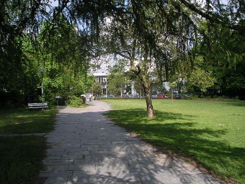 Freie Universitaet Berlin - Campus - Blick von der Mensa 1 zum Henry-Ford-Bau.jpg