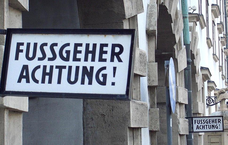 Fußgeher-Schild