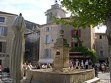 La piazza centrale di Gordes