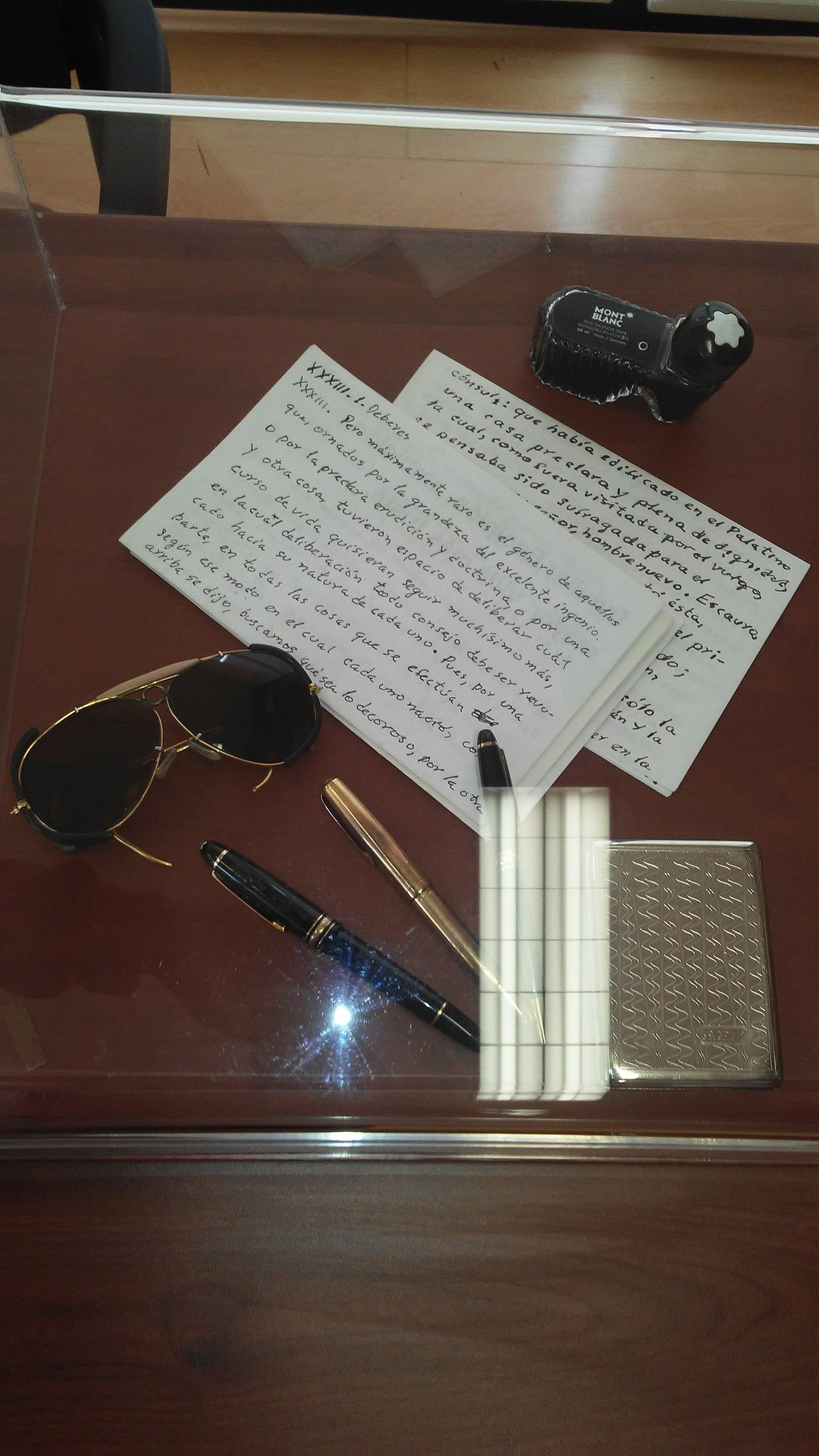 7b217945 Archivo:Gafas, tintero y pluma Mont Blank y manuscrito del doctor ...