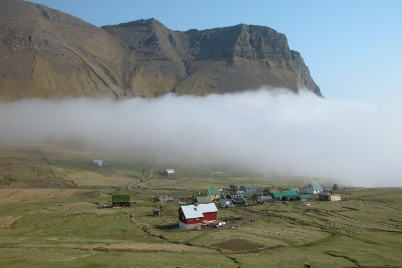 Súbor:Gasadalur, Faroe Islands 1.JPG