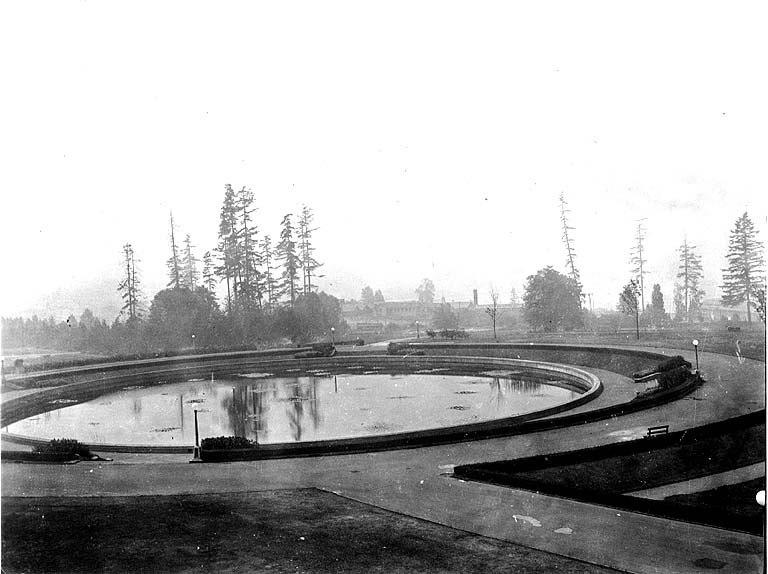 Geyser Basin, University of Washington campus, Seattle, 1919 (COBB 350).jpeg