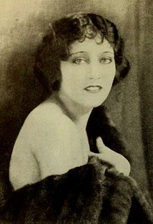 Gloria Swanson - Feb 1922 Photoplay.jpg