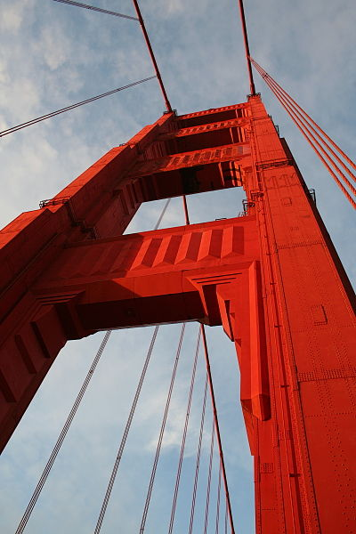 চিত্র:Golden Gate bridge pillar.jpg
