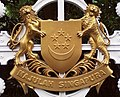 Golden coat of arms of Singapore (cropped) - 20081001.jpg