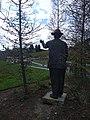 Gottlieb Duttweiler Statue im Park im Grüene 03.jpg