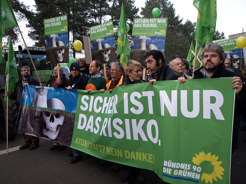 File:Grüne protests against nuclear energy.jpg