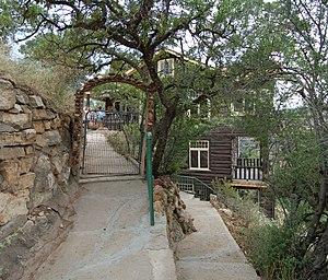 Kolb Studio - Walkway to lower terrace